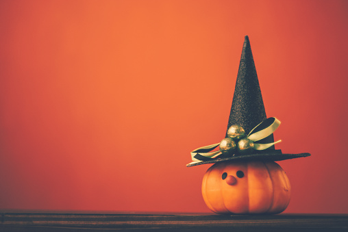 Halloween costume「Halloween background with cute pumpkin witch」:スマホ壁紙(9)