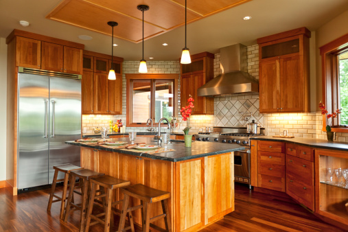 Chalet「Beautiful Open Kitchen with Walnut Hardwood Floors」:スマホ壁紙(14)