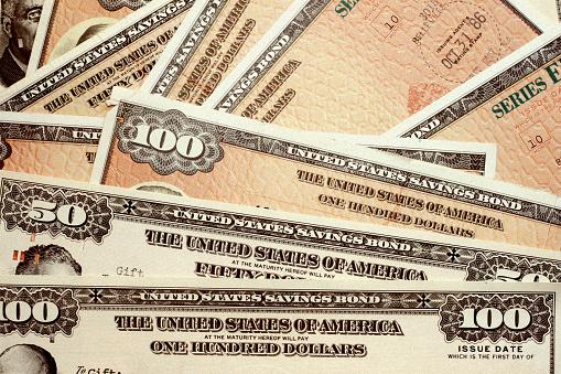 American One Hundred Dollar Bill「United States savings bonds of varying amounts」:スマホ壁紙(11)