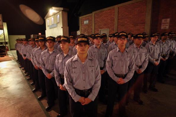 Scott Olson「Recruits Train At Great Lakes Navy Boot Camp」:写真・画像(16)[壁紙.com]