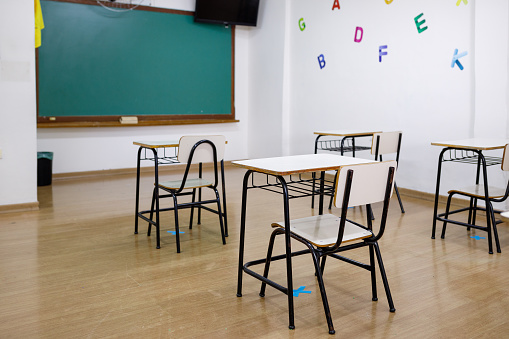 Board Eraser「Classroom setup for back to school during pandemic」:スマホ壁紙(18)