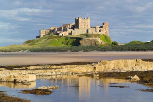Medieval「UK, England, Northumberland, Bamburgh Castle on hill near beach」:スマホ壁紙(19)