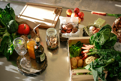 French Culture「Fresh orgnaic vegetables and fruits in a kitchen」:スマホ壁紙(1)