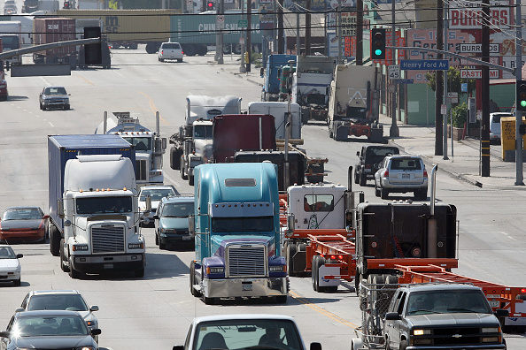 Traffic「Truckers Go To Court Over LA Port's Clean Trucks Program」:写真・画像(7)[壁紙.com]