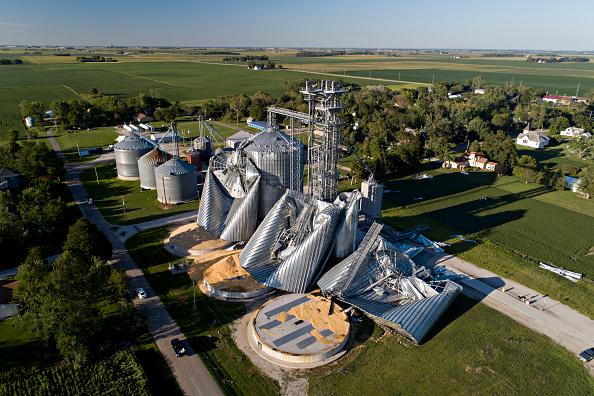 Iowa「Powerful Derecho Causes Widespread Damage Across Iowa Farmland」:写真・画像(1)[壁紙.com]