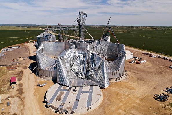 Iowa「Powerful Derecho Causes Widespread Damage Across Iowa Farmland」:写真・画像(11)[壁紙.com]