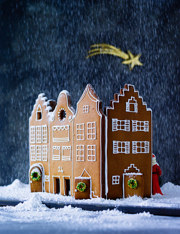 Gingerbread Cookie「Gingerbread house in artificial snow」:スマホ壁紙(12)