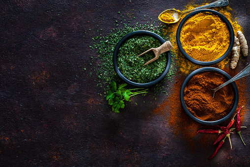 Recipe「Spices: Turmeric, pepper powder and dried parsley shot from above」:スマホ壁紙(19)