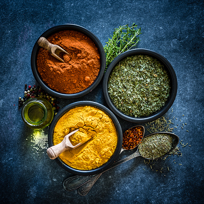 Recipe「Spices: Turmeric, chili powder and dried parsley shot from above」:スマホ壁紙(18)