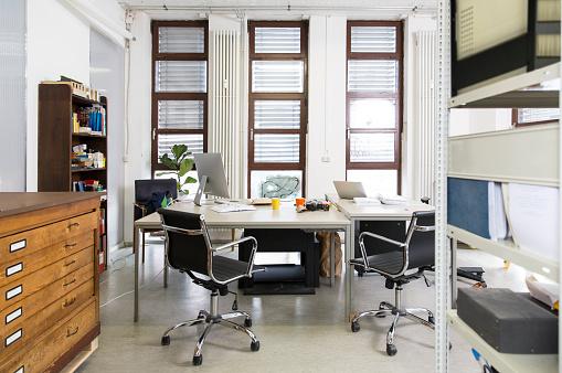 New Business「Empty creative office」:スマホ壁紙(13)