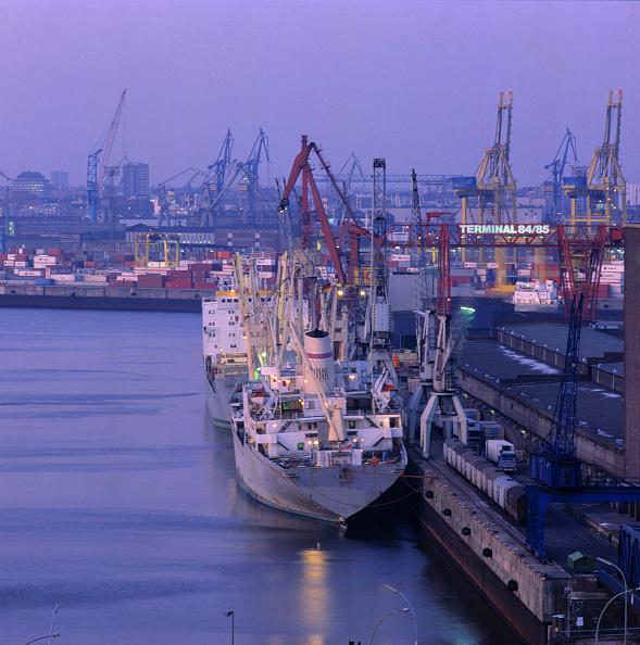Light Trail「Port of Hamburg during the evening, Germany」:写真・画像(9)[壁紙.com]