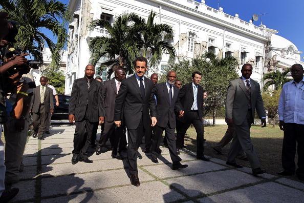 John Moore「French President Sarkozy Visits Quake-Damaged Haiti」:写真・画像(8)[壁紙.com]