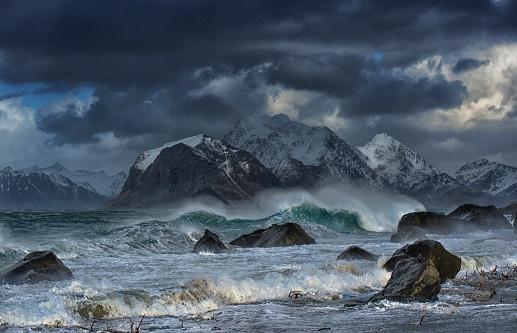 Extreme Weather「Stormy sea, Myrland, Lofoten Islands, Norway」:スマホ壁紙(5)