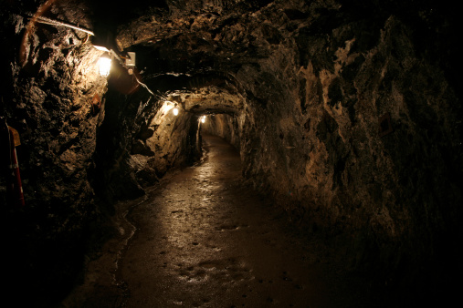 Cave「Dark and Wet Sterling Hill Mine Tunnel」:スマホ壁紙(18)