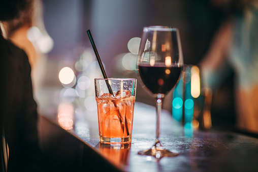 Party - Social Event「Two drinks, a wine glass and a cocktail on a bar counter」:スマホ壁紙(2)