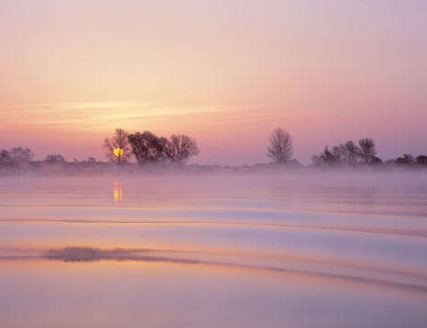 North Brabant「Holland, s-Hertogenbosch, ripples on  River Maas at sunrise」:スマホ壁紙(13)