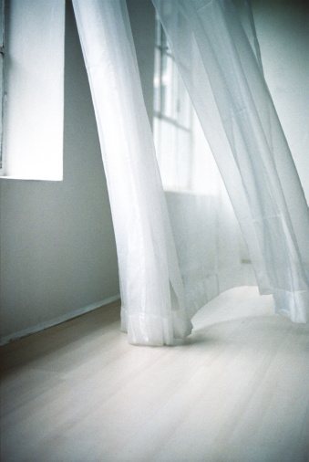 Wind「Blowing white curtain」:スマホ壁紙(1)