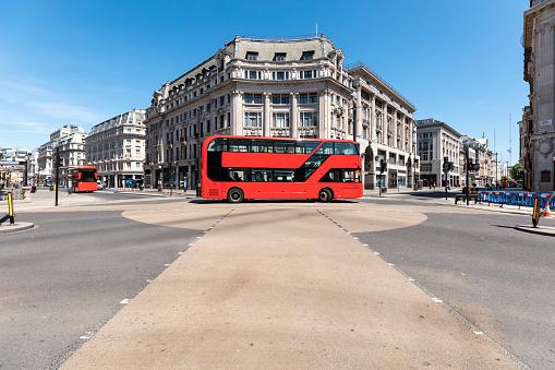 Epidemic「UK, London, Red double decker on Oxford Circus」:スマホ壁紙(19)