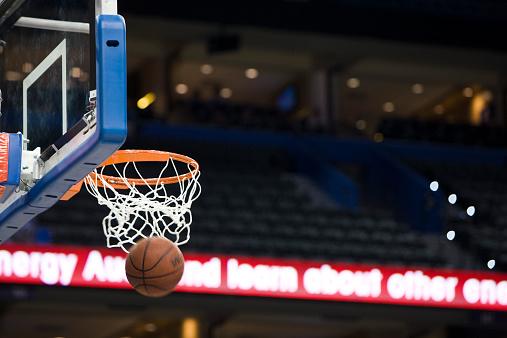 Basket「Basketball in hoop, blurred motion」:スマホ壁紙(5)