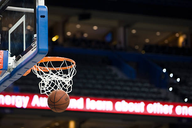Basketball in hoop, blurred motion:スマホ壁紙(壁紙.com)