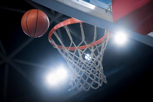 Stadium「Basketball reaching to hoop」:スマホ壁紙(11)