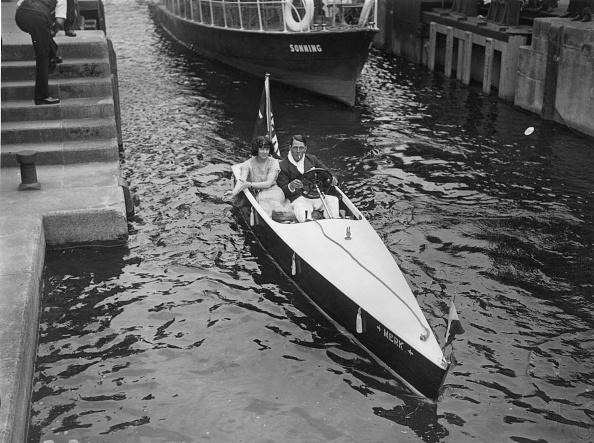Recreational Pursuit「Couple In Motor-Boat」:写真・画像(11)[壁紙.com]