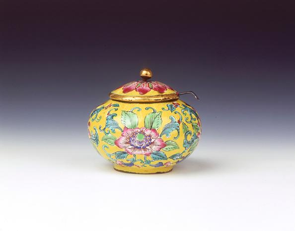 Condiment「Canton enamel condiment jar and cover, Qing dynasty, China, c1820-c1840.」:写真・画像(11)[壁紙.com]