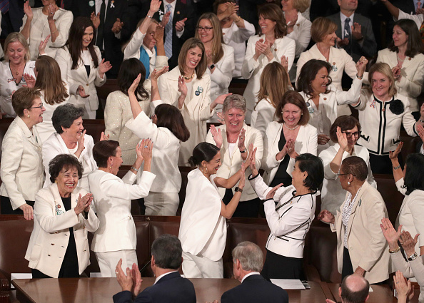 Women「President Trump Delivers State Of The Union Address To Joint Session Of Congress」:写真・画像(19)[壁紙.com]