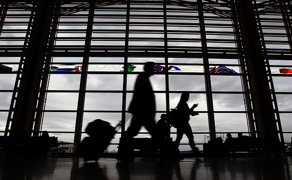 Airport「Holiday Travel Gets Underway Ahead Of Thanksgiving Weekend」:写真・画像(19)[壁紙.com]
