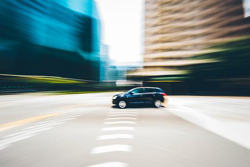 Driving「Singapore, Vehicle speeding in downtown」:スマホ壁紙(3)