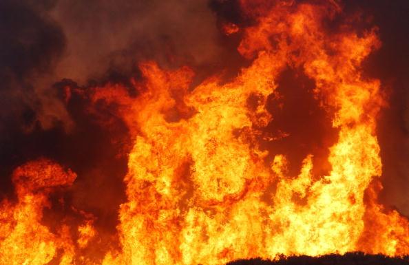 Flame「Firefighters Battle Troy Blaze in California」:写真・画像(0)[壁紙.com]