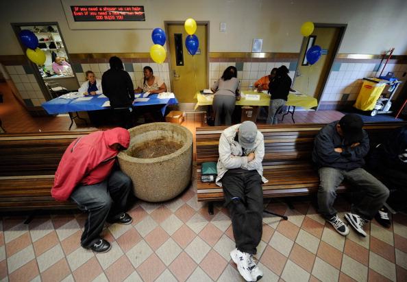 Bench「LA Mission Holds Skid Row Job Fair」:写真・画像(1)[壁紙.com]