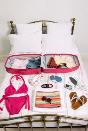 Flip-Flop「Clothes arranged by suitcase on bed」:スマホ壁紙(13)