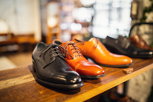 Shoe Store「Leather shoes in a store」:スマホ壁紙(13)