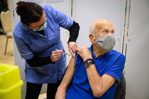 UK「Covid-19 Vaccination Clinics Open In Surrey」:写真・画像(13)[壁紙.com]