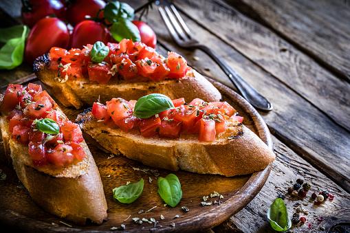 Appetizer「Homemade Italian bruschetta on rustic wooden table」:スマホ壁紙(11)