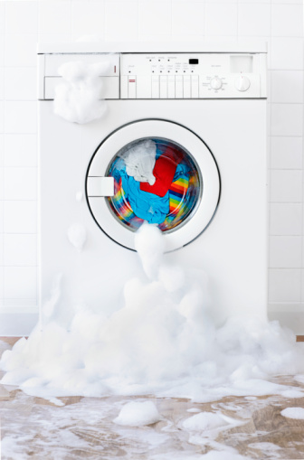 Spilling「washing machine leaking , in laundry room」:スマホ壁紙(19)
