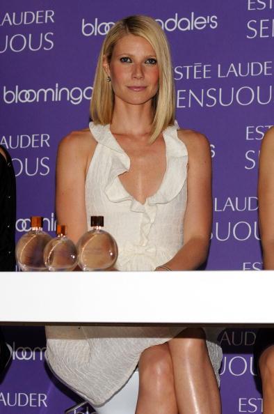 "V-Neck「Worldwide Debut Of New Estee Lauder Fragrance ""Sensuous"" At Bloomingda」:写真・画像(10)[壁紙.com]"
