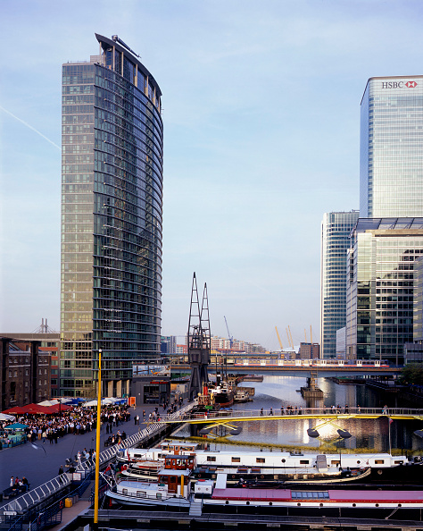 Marriott International「View of Number 1 West India Quay  Canary Wharf  Docklands area. London  United Kingdom. This high rise building was completed in 2003. Floors 1-12 house the Marriott International Hotel. The rest of the building up to floor 32 house 158 apartments and pe」:写真・画像(8)[壁紙.com]