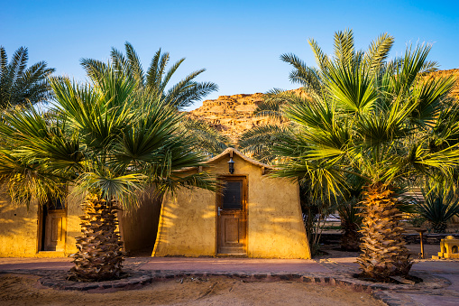 Chalet「Bedouin style mud hut at Bait Ali Camp in Wadi Rum, Aqaba, Jordan」:スマホ壁紙(0)