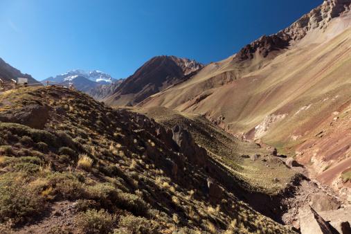 アコンカグア山「Aconcagua seen from Los Horcones valley」:スマホ壁紙(11)