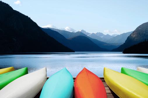 British Columbia「XL canoes and mountain lake」:スマホ壁紙(0)