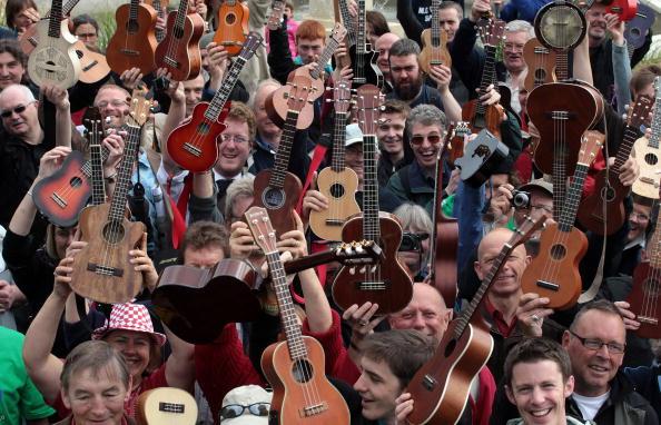 Cheltenham「Cheltenham Host Britain's First Ukulele Festival」:写真・画像(16)[壁紙.com]