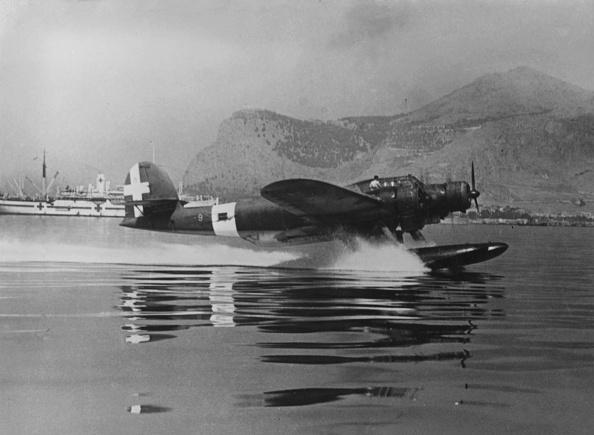 Surrendering「tri motor seaplane」:写真・画像(8)[壁紙.com]