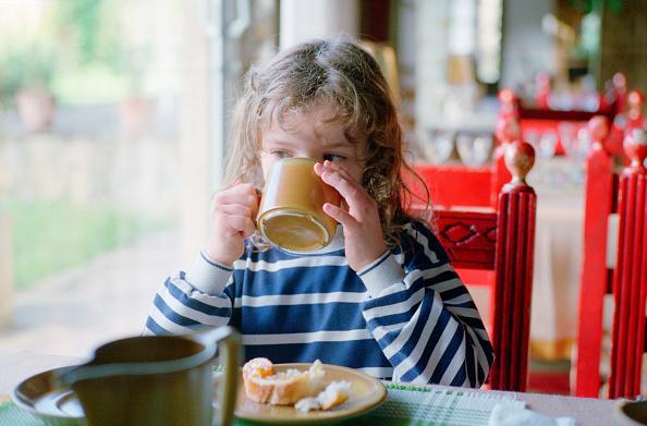 Breakfast「Girl Having Breakfast in Cafe」:写真・画像(13)[壁紙.com]