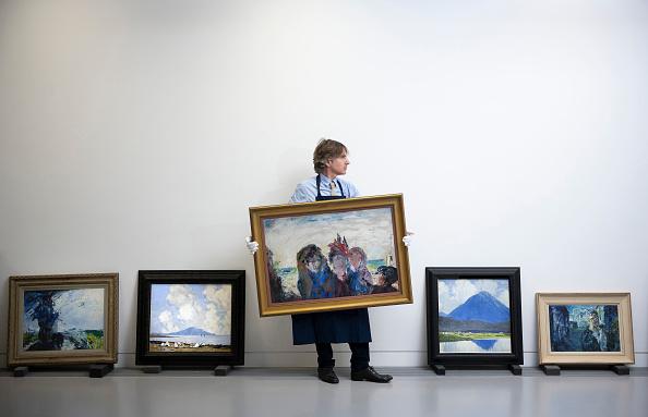 Art「Sotheby's Pre-Sale Exhibition Of Irish Art At The Royal Hibernian Academy In Dublin」:写真・画像(10)[壁紙.com]