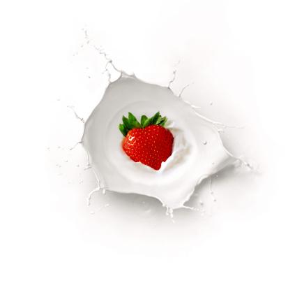 Strawberry「Strawberry and milk splash」:スマホ壁紙(12)