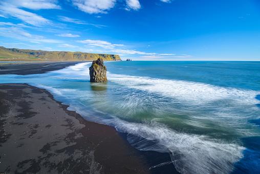 ヴィック「Reynisfjara ビーチ、アイスランド」:スマホ壁紙(17)