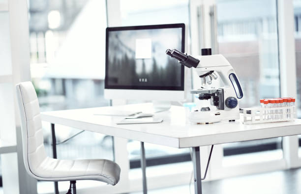 Doctors aways use the right equipment:スマホ壁紙(壁紙.com)
