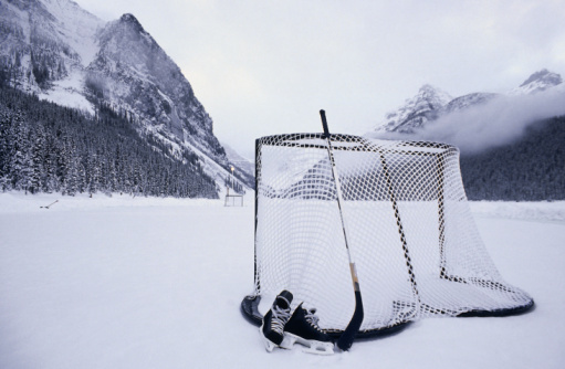 Hockey Stick「Hockey Stick, Skates And Net On Lake Louise, Banff National Park」:スマホ壁紙(8)